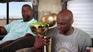 Trollagem nervosa: disseram que o troféu da NBA era recheado de Skittles, mas na real era alface.