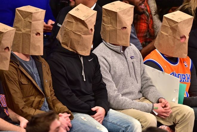 Saco de pão vai continuar sendo peça obrigatória para os torcedores do Knicks